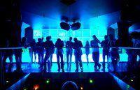 Bailar toda la noche, pero asegúrese de estar al tanto de las regulaciones del club de noche.