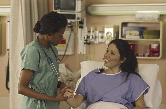 Una enfermera con matorrales.