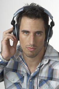 La mayor parte de radio sindicado alberga Don`t make anywhere near the hundreds of millions of dollars earned by celebrity hosts.