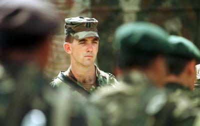 EE.UU. fuerzas especiales capitán inspección de las tropas