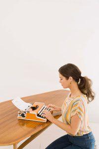 La producción de un documento en una máquina de escribir puede llevar mucho tiempo.