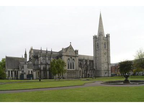 El exterior de St. Patrick`s Church in Dublin, Ireland.