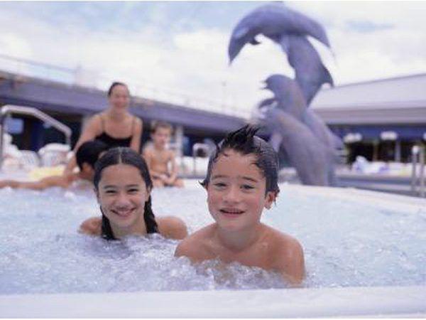 Un parque acuático o la piscina es divertido para todos.