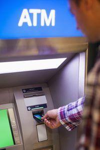 Cuando los bancos se fusionan puedan mantener sus nombres separados o unir bajo un mismo nombre.