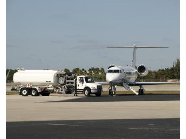 El combustible de avión puede irritar la piel.