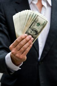 Una compañía`s profit is equal to its income less expenses.