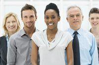 Un grupo de empleados sonrientes