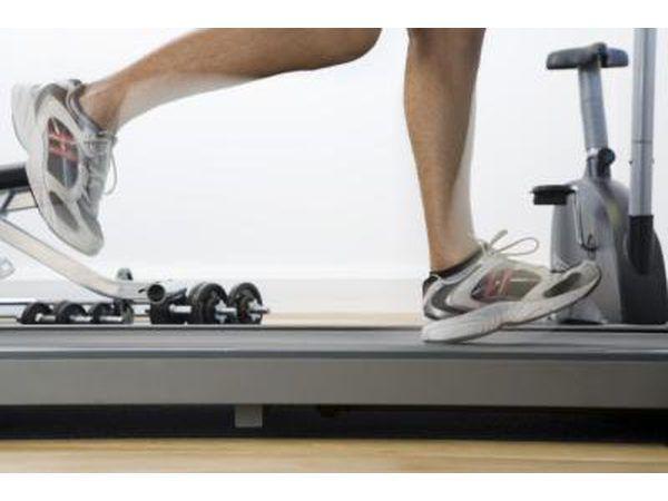 Mujer corriendo en tapiz rodante