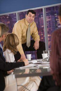 Un enfoque de equipo en los negocios puede crear un ambiente de motivación para los trabajadores.